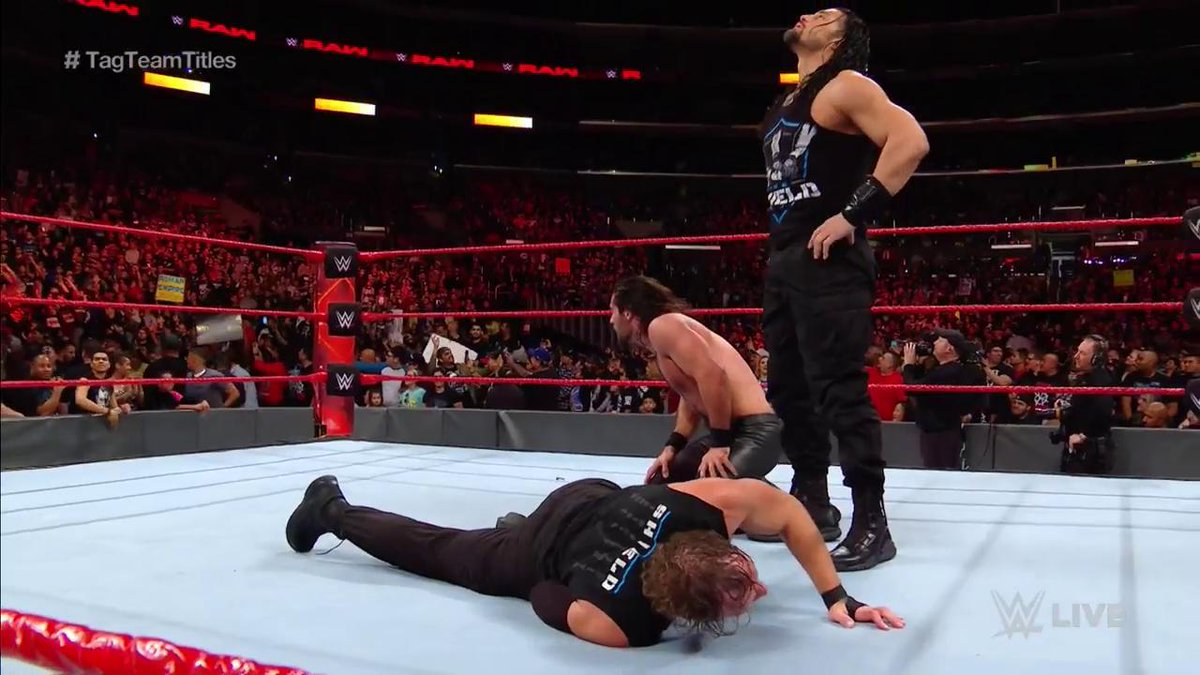 Roman Reigns Save Dean Ambrose and Seth Rollins At WWE Raw 4 Dec